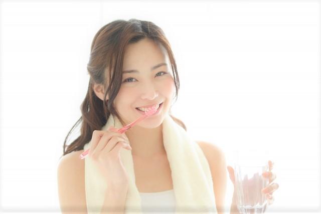 美容・ホワイトニング・歯ブラシ 女性 歯磨き